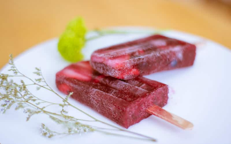 Berry Sangria Popsicles: Classic Summer Dessert Recipes